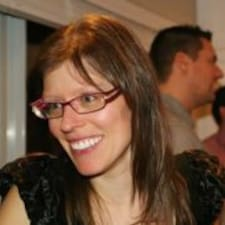 Geneviève is the host.