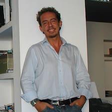 Riccardo — хозяин.