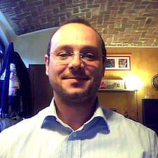 Massimo è l'host.