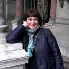 Renata es el anfitrión.