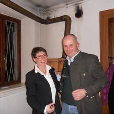 Alessandro & Barbara è l'host.