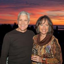 Brenda & Kirk ist der Gastgeber.