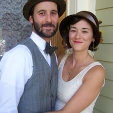 Profil Pengguna Erin & Travis