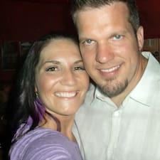 Profil Pengguna Julia & Eric