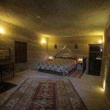 โพรไฟล์ผู้ใช้ Chelebi Cave House