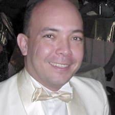 Angel Ramiro è l'host.