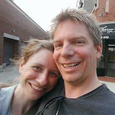 โพรไฟล์ผู้ใช้ Maria & Seth