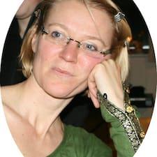 Ulla Hyldgård is the host.