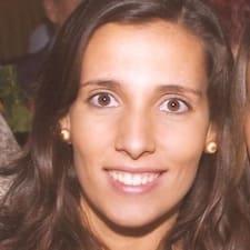Luísa is the host.