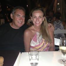 Vicki & David es el anfitrión.