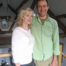 Jan & Robin is the host.