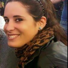 Véronique is the host.