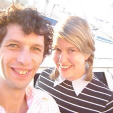 Sarah & Charles ist der Gastgeber.