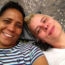 Angie & Jacq님의 사용자 프로필