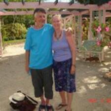 Profil Pengguna Chris & Jeannie
