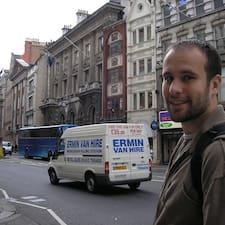Ivan是房东。