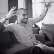 Ahmad是房东。