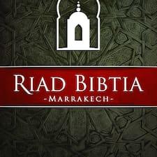 Riad Bibtia ist der Gastgeber.