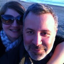 Christina & Robert是房东。
