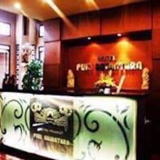 Purinusantarahotel ist der Gastgeber.