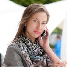 Evgeniya è l'host.