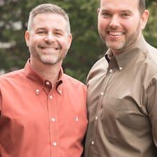 โพรไฟล์ผู้ใช้ Steve & Brandon