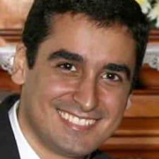 Jorge è l'host.
