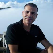 Yassine — хозяин.
