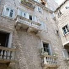 Palace是房东。