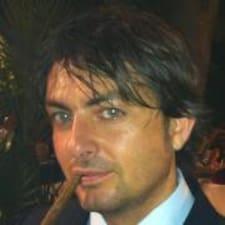 Gianluca es el anfitrión.
