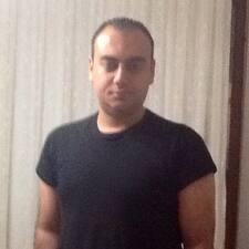 Metin Ata es el anfitrión.