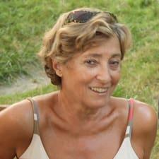 Françoise is the host.
