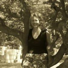Suzanne felhasználói profilja