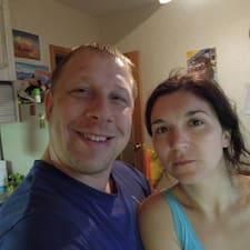 Nina\Alexey ist der Gastgeber.
