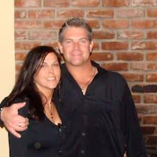 โพรไฟล์ผู้ใช้ Michael And Tracy
