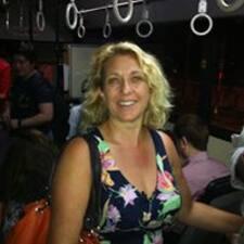 Tanya es el anfitrión.