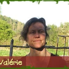 Valerie je domaćin.