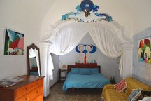 ROOM IN MAGICAL ITALIAN ARTHOUSE!