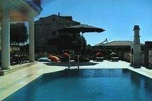 Stone Villa: View, Pool, Space, Sun