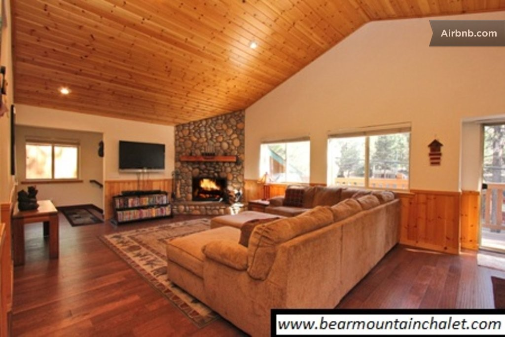 Luxury cabin fun game room in big bear lake for Big game room