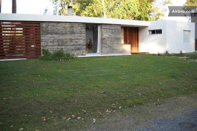 Pdeeste casa moderna minimalista for Casa minimalista uruguay