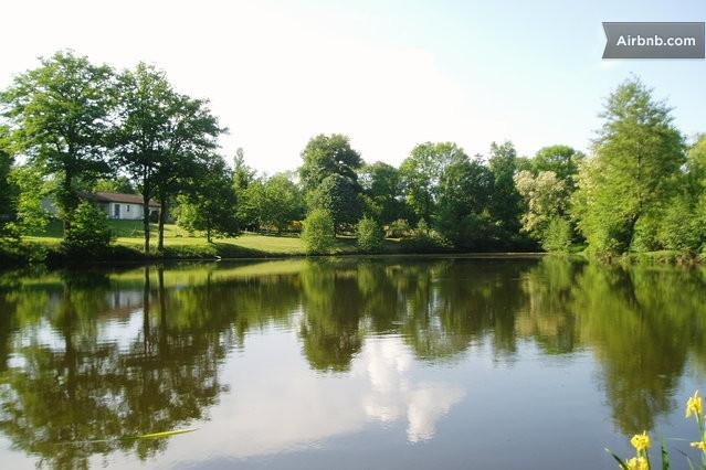 Maison villa private fishing lake in saulgond for Private fishing lakes