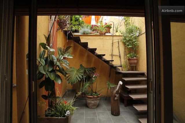 Patio de acceso a las terrazas for Terrazas ajardinadas