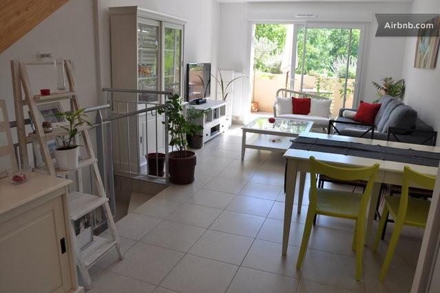 House close to the beach and city in montpellier for Tables salle a manger avec rallonges