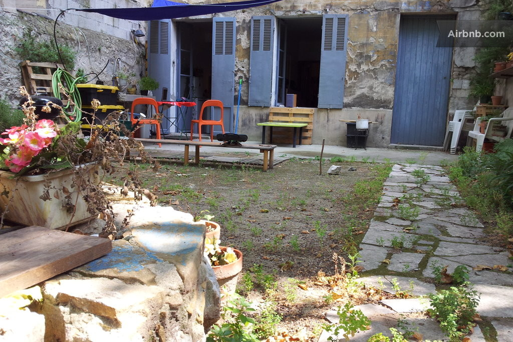 T2 50m2 jardin a 50sqm wood hut marseille for Jardin 35m2