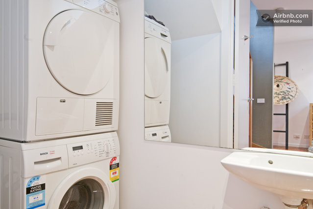 Space light bdrm level home in st kilda east