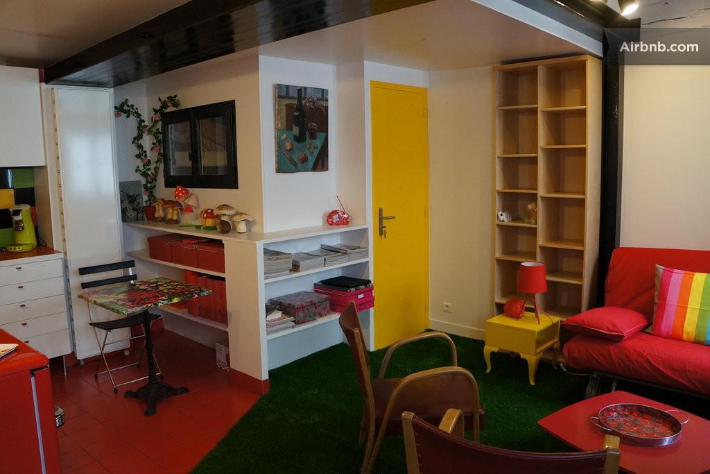 flatette like a garden in paris in paris. Black Bedroom Furniture Sets. Home Design Ideas