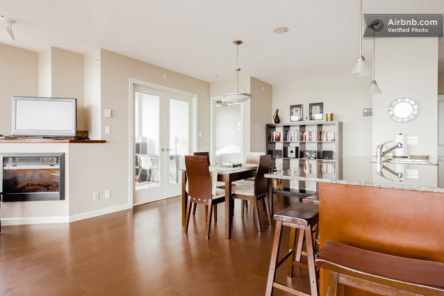 Stylish 2 Bedroom with River Views in New Westminster