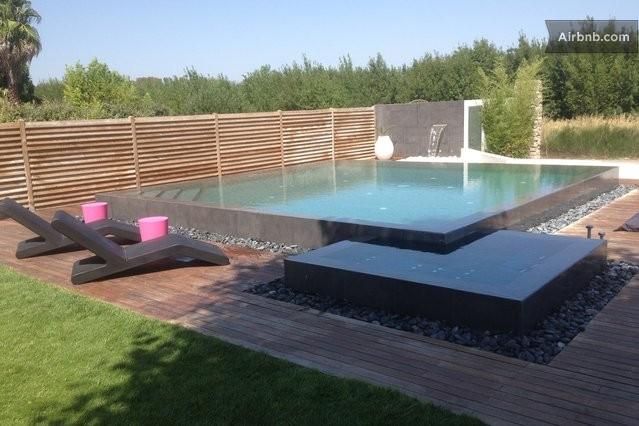 Magnifique maison type loft piscine narbonne for Piscine avec jacuzzi