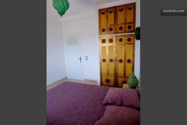 Yasmine dar oufa beach in maamoura for Chambre 9m2 lit double